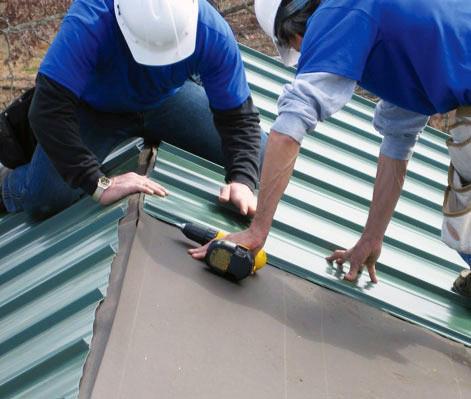 Conserto de telhado de galpão