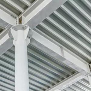 Montagem de telhados metálicos